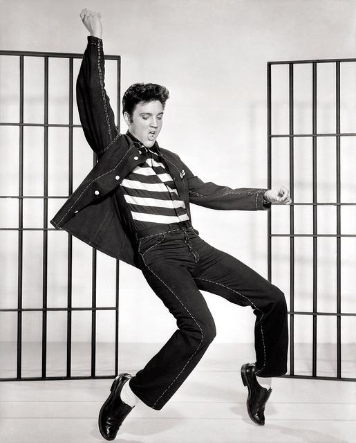 Det populære musikikon Elvis Presley dør i Memphis, Tennessee. Han blev 42 år. Få svar på hvordan Elvis døde lige her